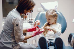 prevenirea cariilor la copii sigilarea dentară dr state prevenirea cariilor Prevenirea cariilor la copii – Sigilarea dentară Prevenirea cariilor la copii Sigilarea dentara Dr State 1