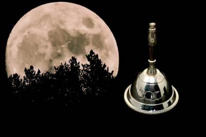 Versilbertes Glöckchen für (Mond-)Rituale