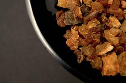 Myrrhe in Räucherschale