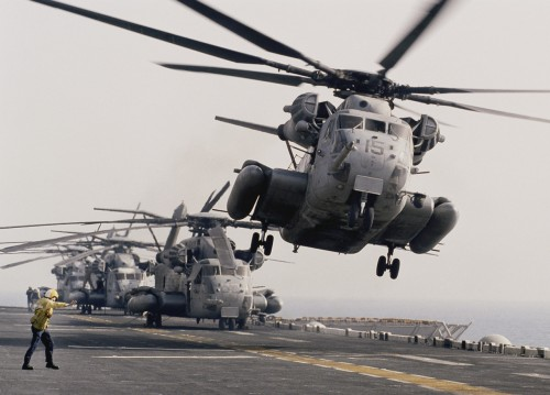 aircraft carrier helicoptor take offf 500x359 aircraft carrier helicoptor take offf