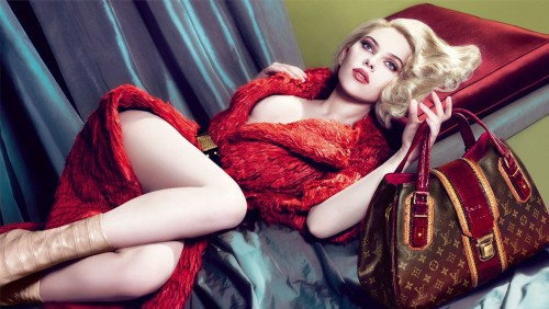 scarlet johanson in red fur 500x282 scarlet johanson in red fur