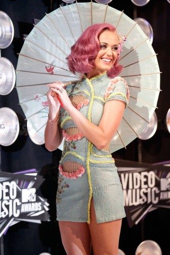 katy perry with a parisol 333x500 katy perry with a parisol