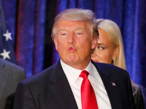 Donald Makes Kissy Faces 1024x768 Donald Makes Kissy Faces