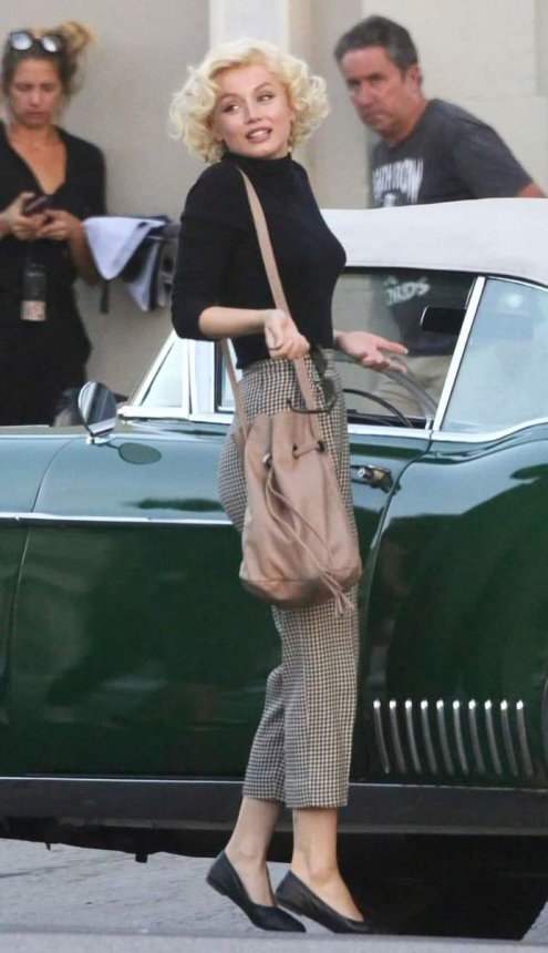 First image of Ana de Armas as Marilyn Monroe for the movie Blonde