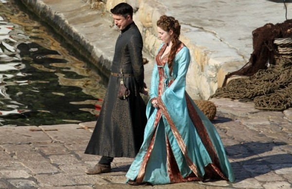 game-of-thrones-season-3-littlefinger-600x388