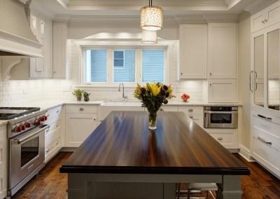 Bright & Crisp Transitional Kitchen – Hinsdale