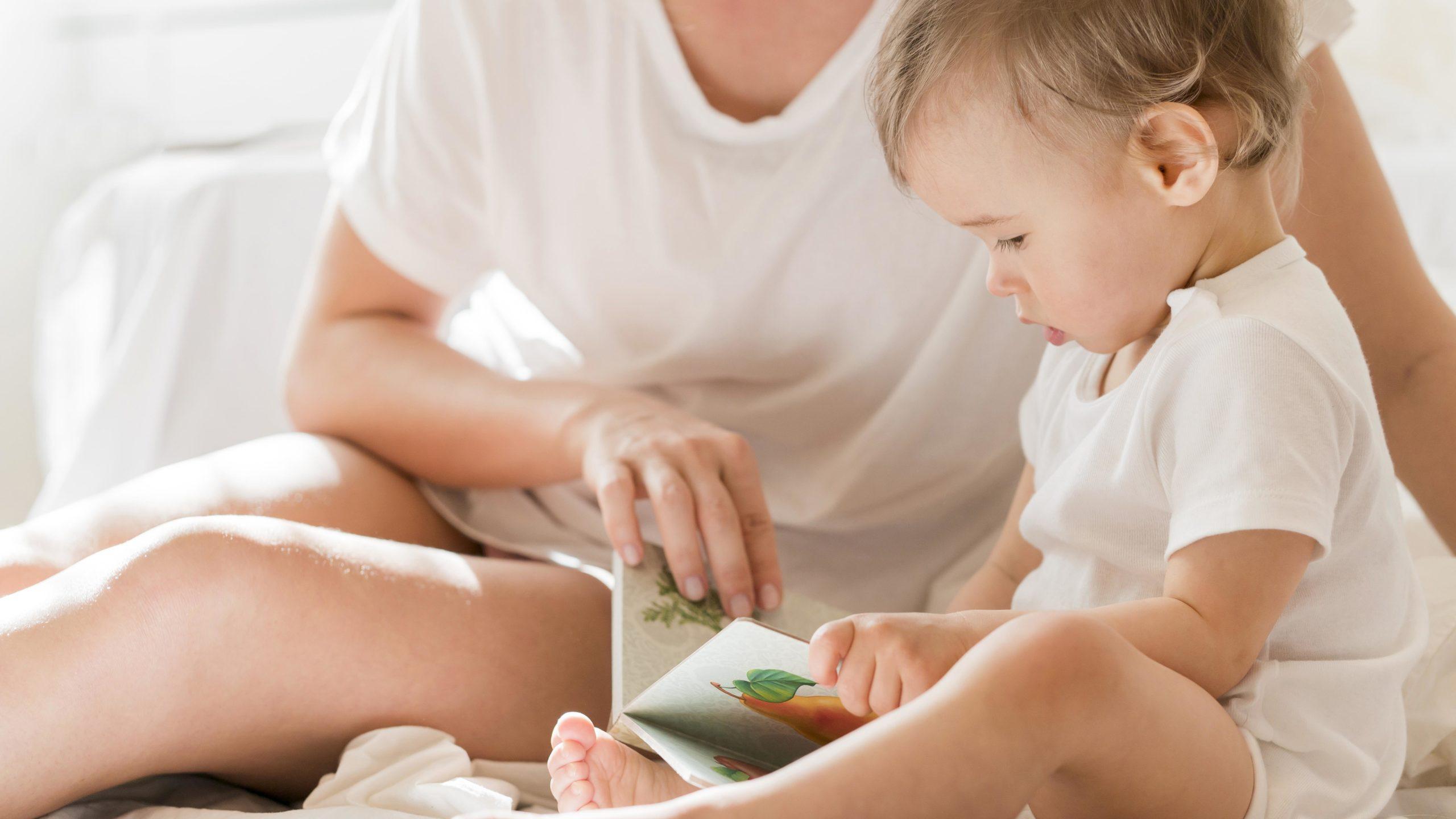 Desarrollo del lenguaje; Bebé y Mamá leyendo; Estimulacion temprana