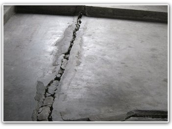 Cracks in basement floor cloeseup