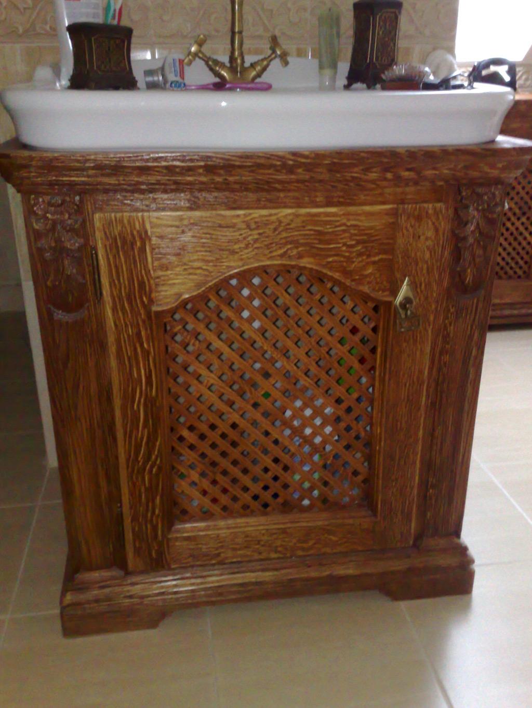 drewniana-szafka-pod-umywalke%cc%a8-z-funkcja-wentylacji-piaskowana-olejowana
