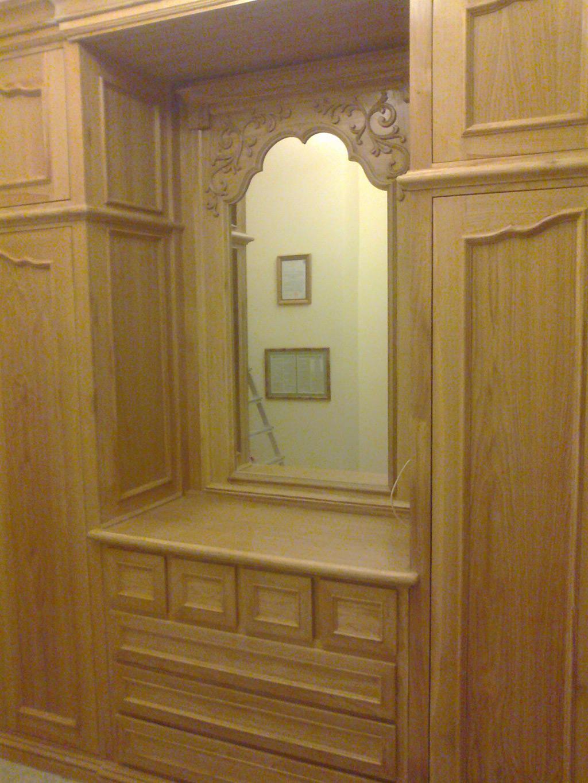 Drewniane dębowe szafy pod zabudowę z lustrem