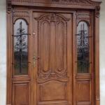 Drzwi frontowe zdobione