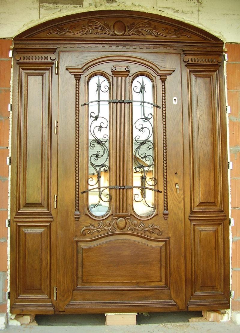 Drzwi frontowe pół łukowe zdobione z przeszkleniami