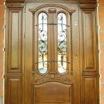 Drzwi frontowe polukowe zdobione z przeszkleniami
