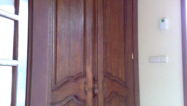 Stylowa szafa drewniana pod zabudowę