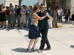 Street tango 1