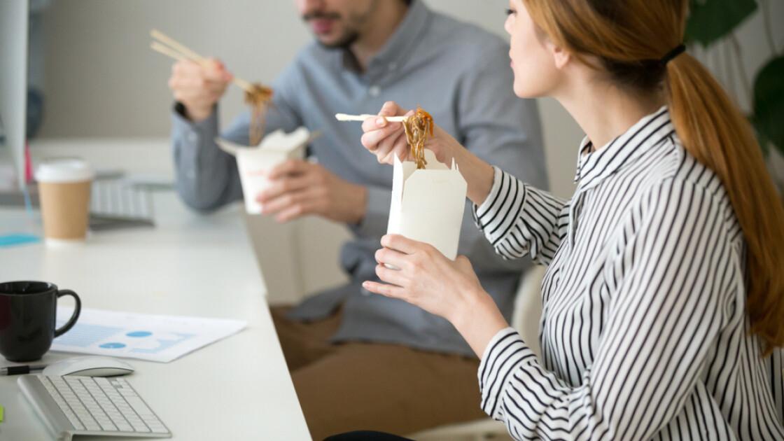 Коли локшина швидкого приготування — єдино можливий варіант гарячого обіду, їй будуть раді і «білі комірці» / Shutterstock