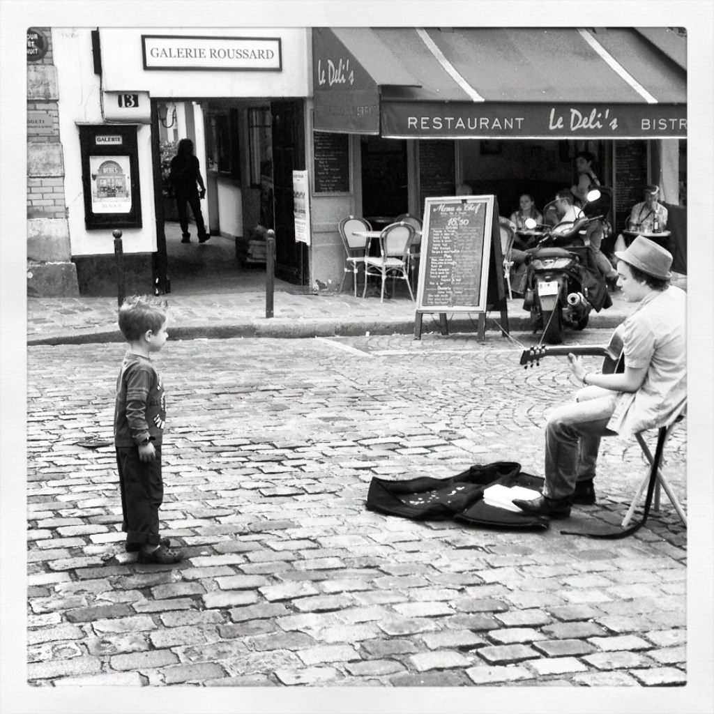 L'enfant et le guitariste