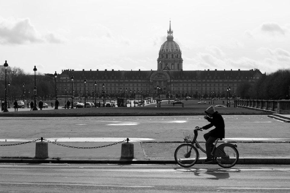 Essai: Street photo en noir et blanc dans les rues de Paris