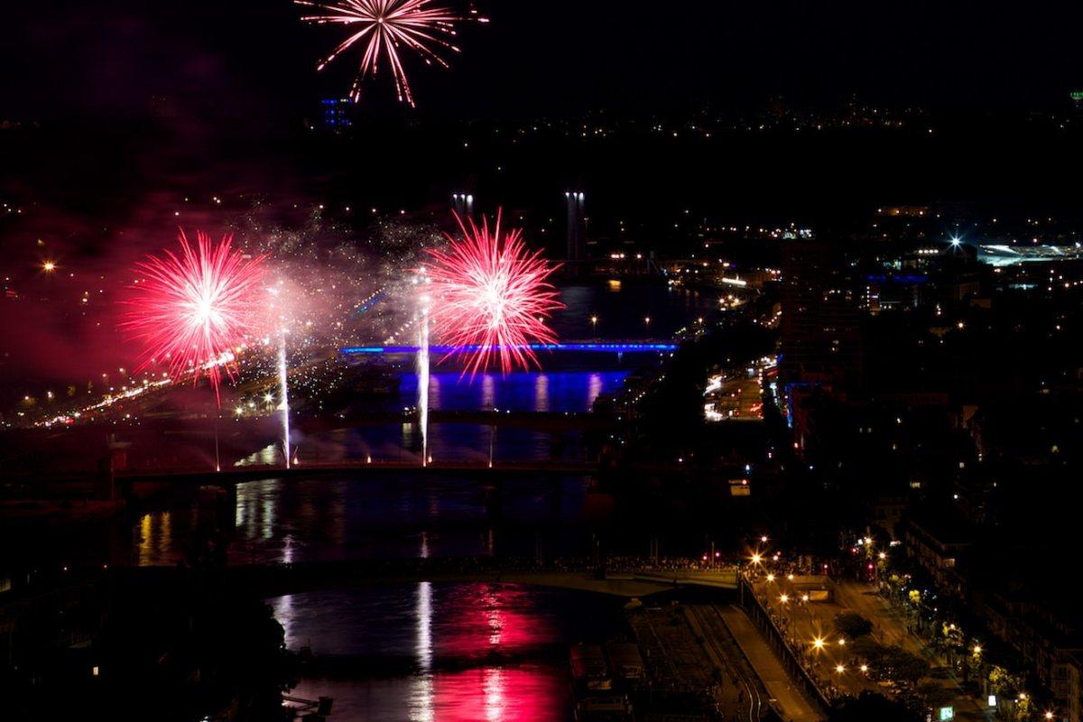 Photo de feu d'artifice – Rouen 14 Juillet 2013