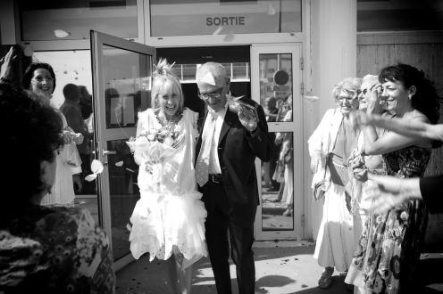 mariage d'Etienne et Brigitte : sortie de la mairie