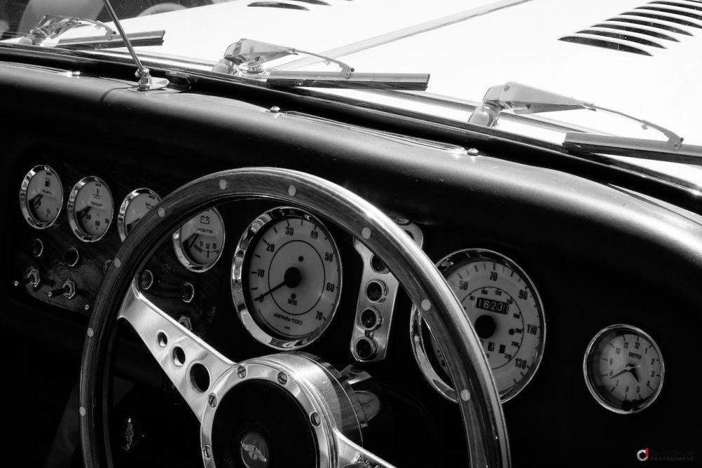 Compteur de véhicule ancien