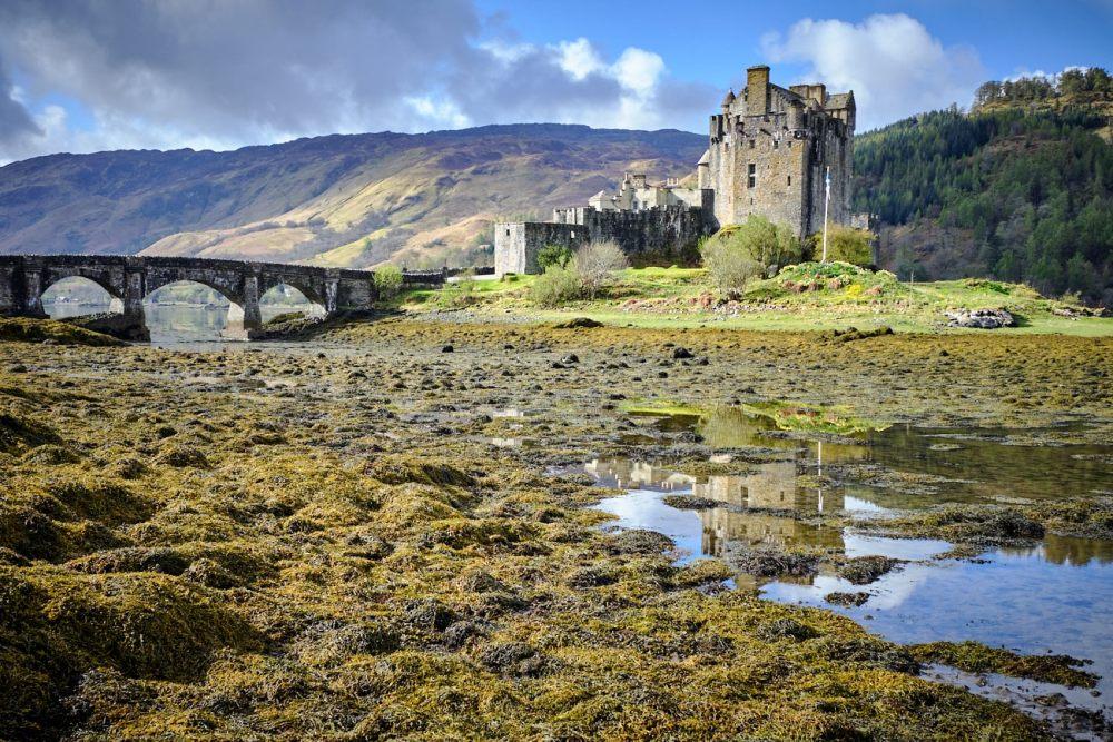 Road trip en Ecosse : reflet du château écossais Eilean Donan Castle