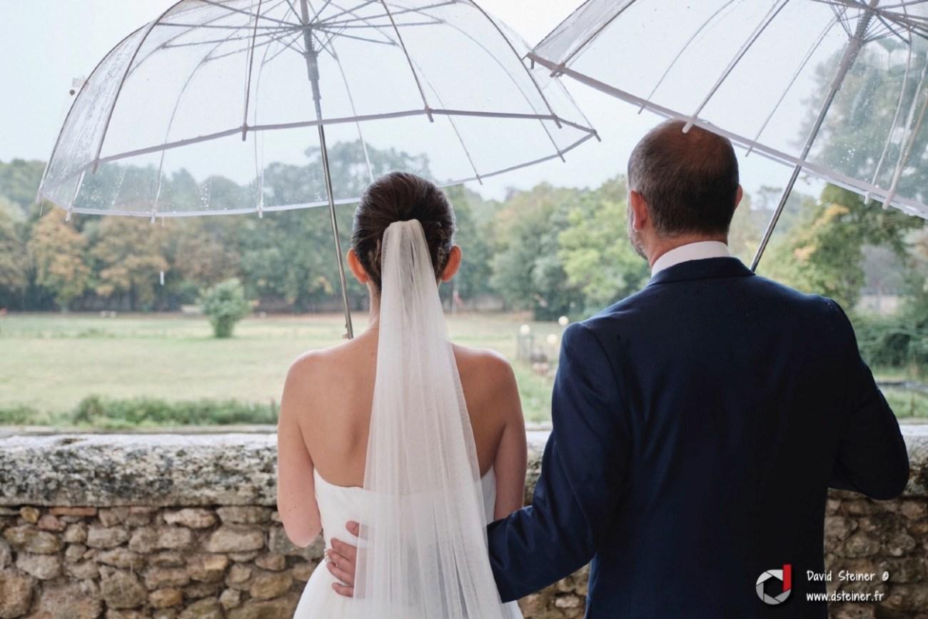 mariage pluvieux au château d'Ayguebelle