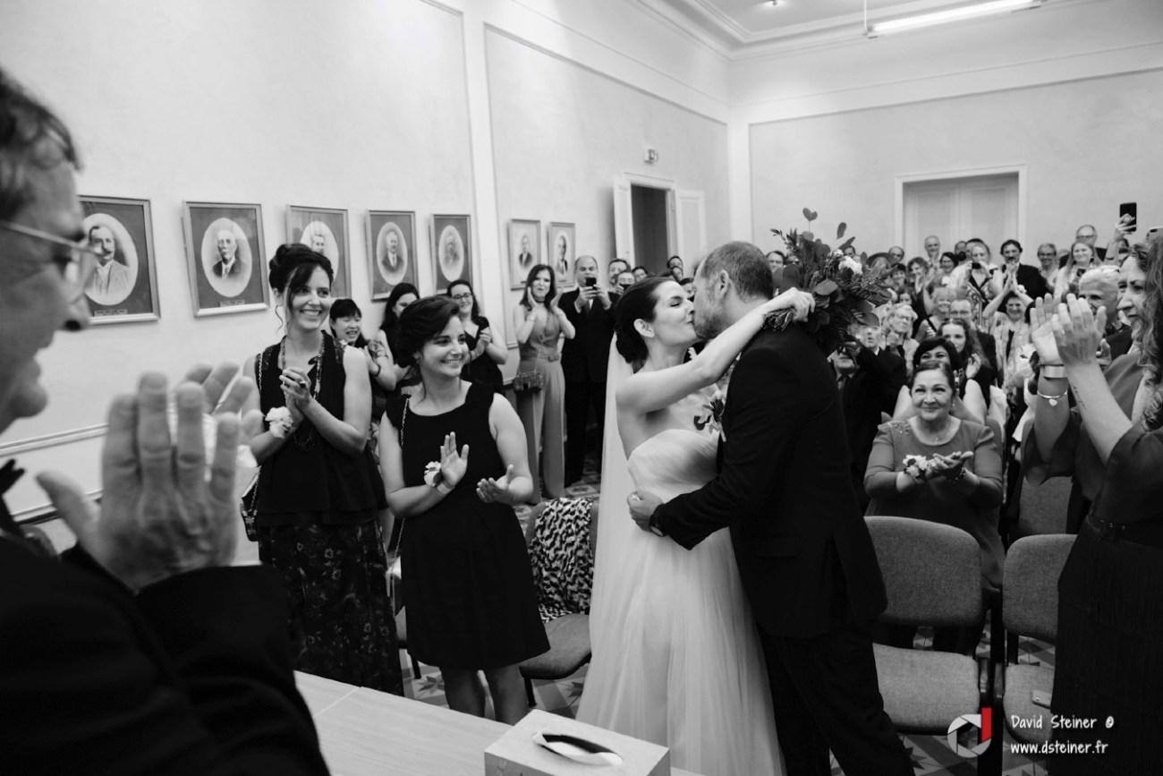 Baiser des mariés à Lambesc