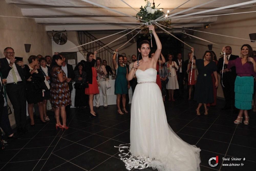 Cérémonie du ruban pour le bouquet de la mariée