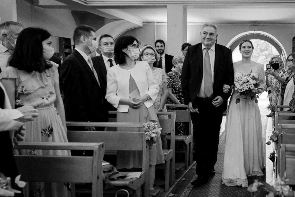Entrée de la mariée dans l'église sainte Thérèse