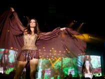Modelo Fernanda Motta brilha na Via Funschal