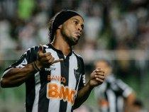 Ronaldinho Gaúcho renova contrato com o Atlético-MG