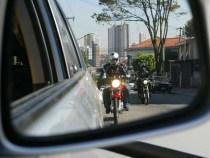 Quebra de retrovisor de carro leva motoqueiro à morte