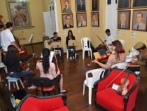 Orquestra Conquista Sinfônica ensaia com futuros monitores