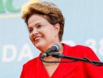 Dilma é reeleita na disputa mais apertada da história