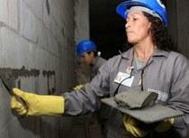Projeto 'Mão na Massa' capacita mulheres na construção civil