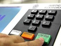 Eleitores podem fazer simulações em urna eletrônica