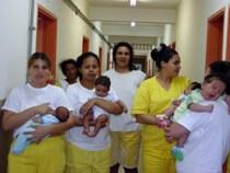 Prisão preventiva por domiciliar: mães podem solicitar