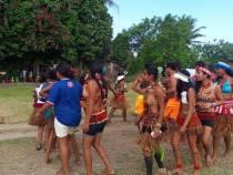 Estudantes celebram as tradições dos povos indígenas