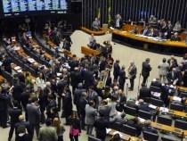 Um em cada seis parlamentares trocou de partido no último mês