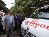 Governador Rui Costa entrega ônibus escolares, ambulâncias e viaturas