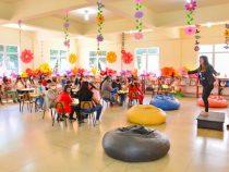 Contação de histórias encanta alunos da APAE em atividade na Biblioteca Municipal