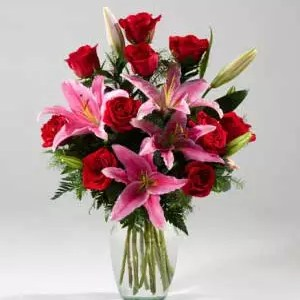 red roses pink lilies vase