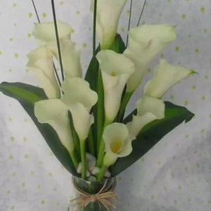 10 stems calla lilies in vase to deliver