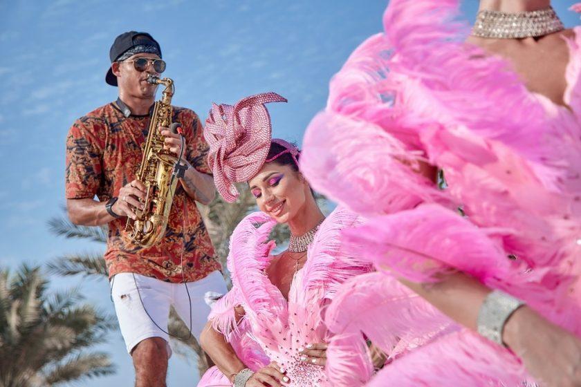"""برنش """"أيام السبت الوردية"""" في نيكي بيتش دبي"""
