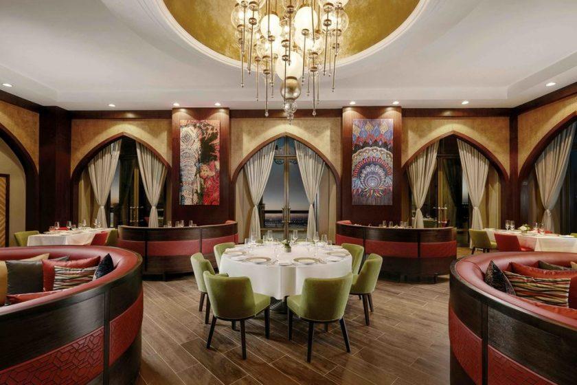 قصر الإمارات يعيد إفتتاح مطاعمه الفاخره