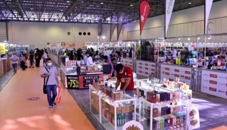 """""""إكسبو الشارقة"""" ينجح باستقطاب 33 ألف زائر في معرض """"الأزياء والمنتجات الإلكترونية"""""""