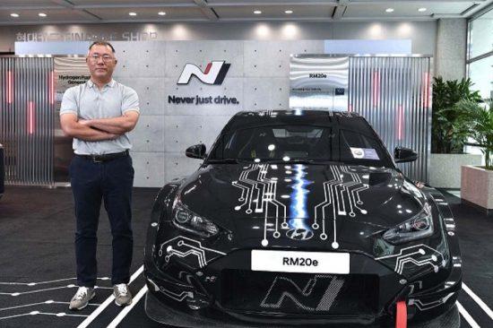 """رئيس مجموعة هيونداي موتور يفوز بكأس إيسيجونيس 2021 من """"أوتوكار"""""""