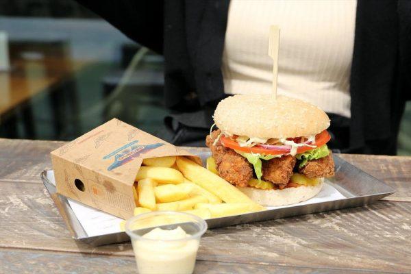 سلسلة مطاعم برجر فيول تطرح برجر رانشيرو المقرمش الجديد