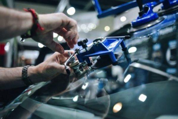 تعزز حركة التجارة الإلكترونية ومستويات الإقبال على السيارات